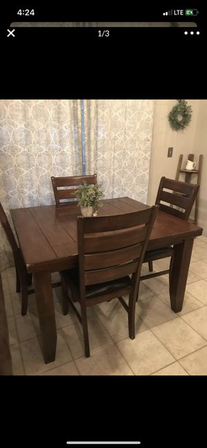 Dining table for Sale in Celebration, FL