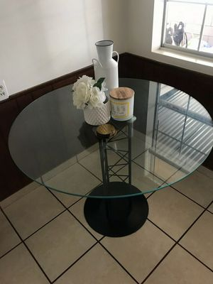 Kitchen glass table for Sale in Arcadia, CA
