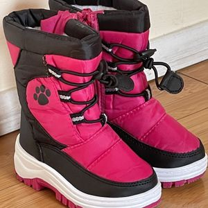 Snow Boots Size 6 For Toddler for Sale in Gardena, CA