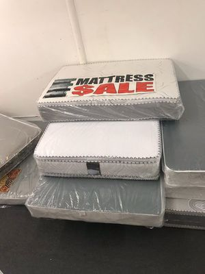 Queen pillow top mattress with boxsping for Sale in Los Angeles, CA
