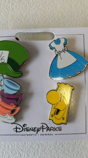Disney Alice and wonderland collectible pin set new 10$ for Sale in Pico Rivera, CA