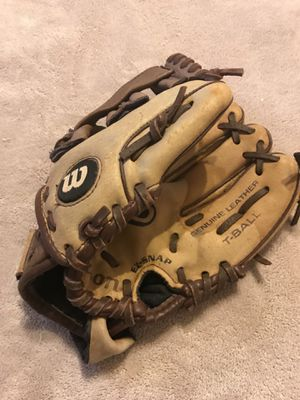 Wilson T-ball glove for Sale in Las Vegas, NV