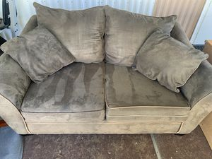 Love seat couch for Sale in North Salt Lake, UT