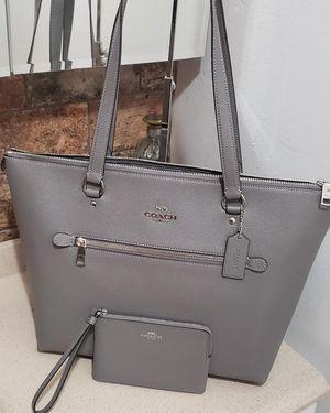 Coach purse with wristlet for Sale in Phoenix, AZ