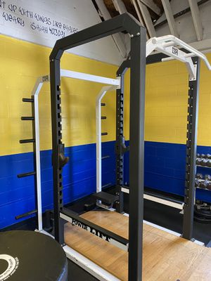 COMMERCIAL POWER LIFT SQUAT / POWER RACK AND PLATFORM for Sale in Wesley Chapel, FL