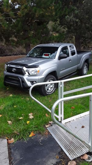 Toyota TACOMA acc cab offroad package. 7779 miles for Sale in Mulino, OR