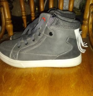 Women's, High top Shoe w back Fringe Size 7.5 for Sale in Killeen, TX