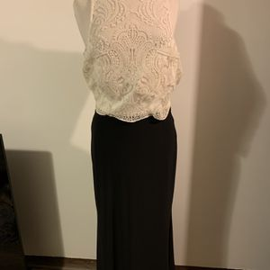 Beautiful Lace Top Stretch Bottom Prom Dress Size 11 for Sale in Chicago Ridge, IL