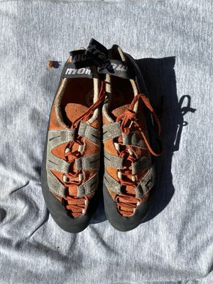 Montrail women's climbing shoes - size EUR 38 for Sale in Lynnwood, WA