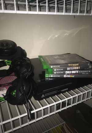 Xbox one with a verity of games, headset, and controller for Sale in Bradenton, FL