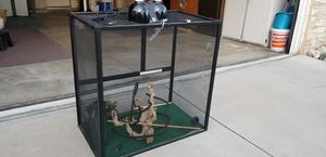 Cage for my lizard for Sale in Fontana, CA