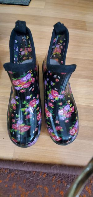 Garden Shoes size 7 for Sale in Kent, WA