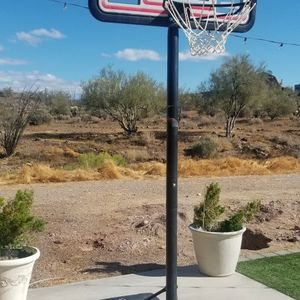 Basketball Hoop, Barely Used. for Sale in Phoenix, AZ