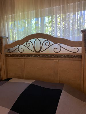 Queen bedroom set - 5 piece, very good condition for Sale in Los Angeles, CA