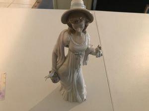 LLADRO Dainty Lady Figurine Statue w/Shawl Dress Hat Purse # 4934 for Sale in Peoria, AZ
