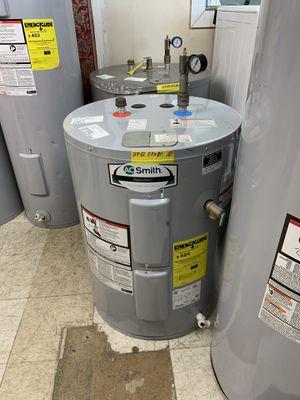 38!gallons electric water heater low profile for attics 90 days warranty garantia por escrito for Sale in Dallas, TX