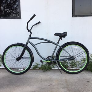 "BEACH CRUISER BIKE SIZE WHEELS 26"" SIZE FRAME MEDIUM for Sale in Santa Ana, CA"