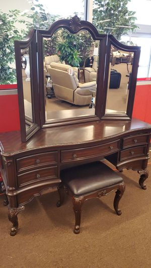 Dark cherry Vintage vanity for Sale in Victoria, TX