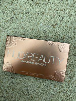 huda beauty rose gold for Sale in San Jose, CA