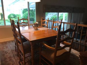 Pine Kitchen table and 6 chairs for Sale in Anaheim, CA