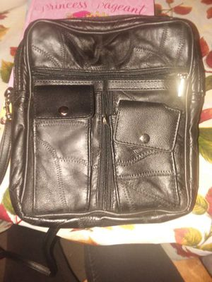 8 pocket genuine leather bag w/ detachable strap for Sale in Cleveland, OH