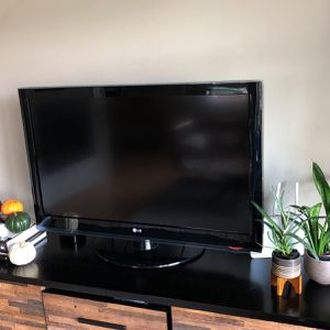42 inch LG 1080p LCD TV for Sale in Seattle, WA