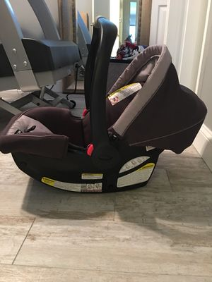 Graco baby car seat with base for Sale in Tampa, FL