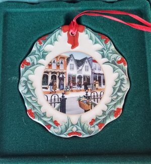 Longaberger 1998 Collectors Club Ornament - Hometown Christmas - Shopping On Main Street for Sale in Garland, TX