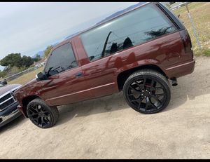 1999 2 door Chevy Tahoe 6.0 cam for Sale in San Bernardino, CA