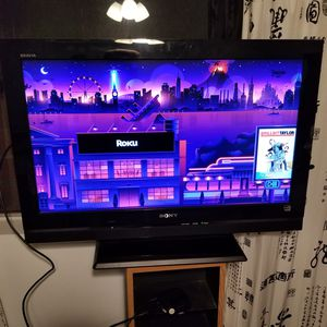 Sony Bravia 32in tv, with remote, good condition for Sale in San Pedro, CA