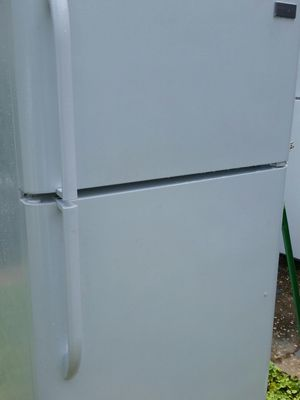 Refrigerator top freezer ice maker like brand new 6 months warranty for Sale in Alexandria, VA