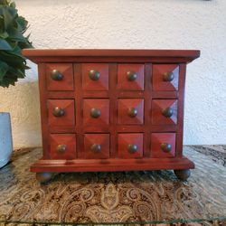 Pretty Decorative Box In Excellent Condition Serious Buyers And FIRM Offers Only If Listed Its Available Topiary And Glass Not Included for Sale in Chula Vista,  CA