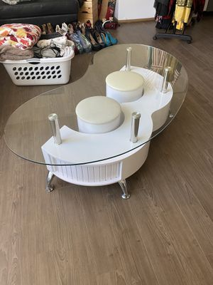 Middle table for Sale in San Diego, CA
