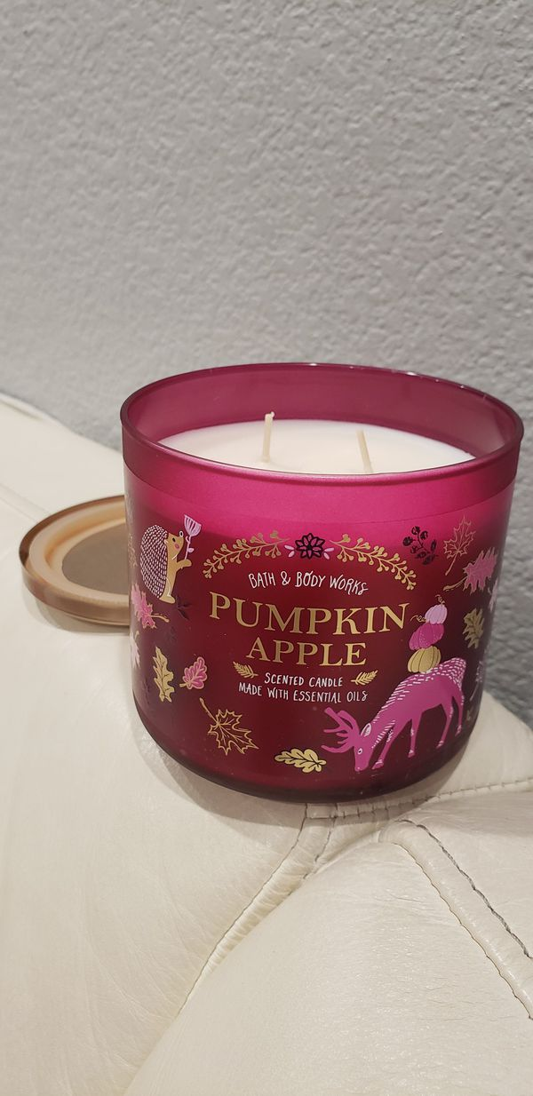 Essential Oils 3 wick scented candle bath & body works Pumpkin Apple Scent 14.5 oz brand new burns approx 25 to 48hrs