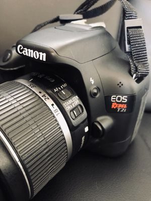 Canon Rebel T2i with free Case for Sale in Honolulu, HI