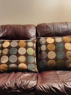 Couch Pillows (2) Comfy And Stylish for Sale in Pittsburgh,  PA