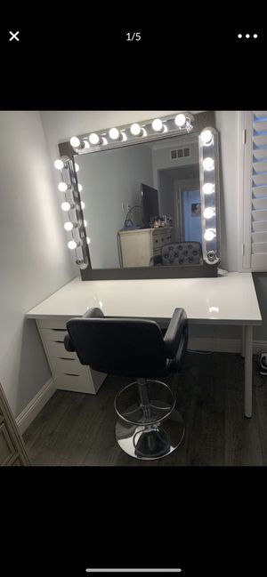 Custom extra large vanity with dimmer and led makeup lights for Sale in Irvine, CA