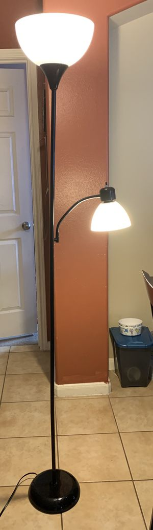 Floor lamp with 3-way light bulb for Sale in Cypress, TX