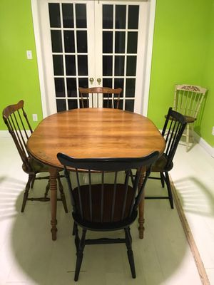 Hitchcock Dinning Table & Chairs for Sale in Charleston, WV