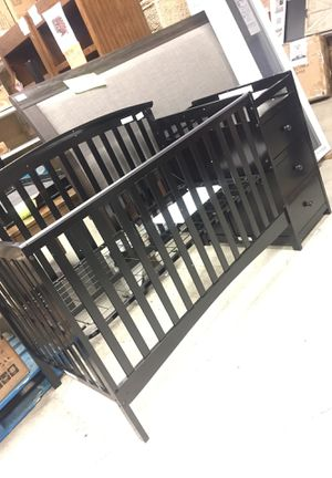 Baby crib / changing table for Sale in San Leandro, CA