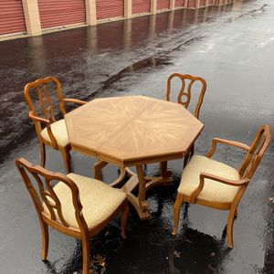 Dining room table and 6-chairs for Sale in Columbia, MD
