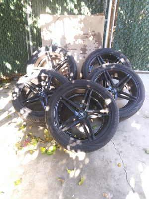 5/22' Asanti black, 5x5 bolt pattern/5 lug, rims(Used), with new lionheart 305/40R22 tires. for Sale in Monterey Park, CA