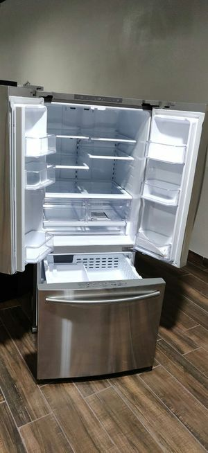 SAMSUNG FRENCH DOOR 100394 STAINLESS REFRIGERATOR for Sale in Phoenix, AZ