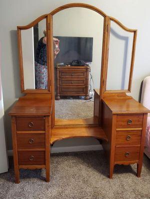 Girl's vintage vanity for Sale in Wichita, KS