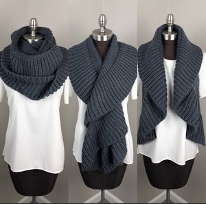 NWT Grey Chunky Knit Infinity Scarf Sweater Vest 360 Loop Scarf VT Luxe by Collection18 for Sale in Humble, TX