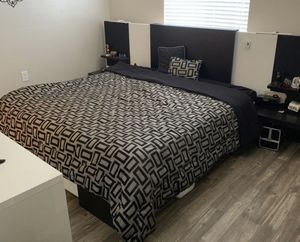 Custom bed frame for Sale in Beverly Hills, CA