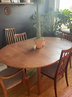 Uptown Modern Butterfly Round Table for Sale in Austin,  TX