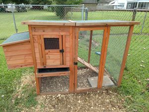 """Chicken coop, 68""""L X 31W """". Height is 35"""" for Sale in Tullahoma, TN"""