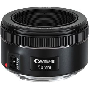 Canon 50mm lens 1.8 for Sale in Saint Charles, MO