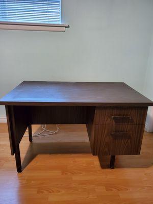 Desk and chair for Sale in Montebello, CA
